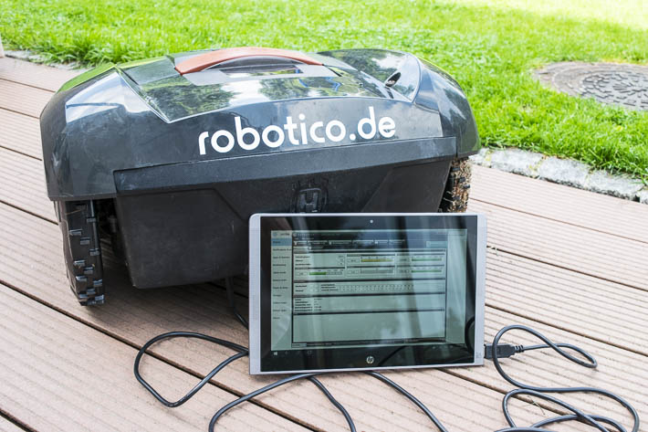 Vor Ort Service robotico mit Tablet